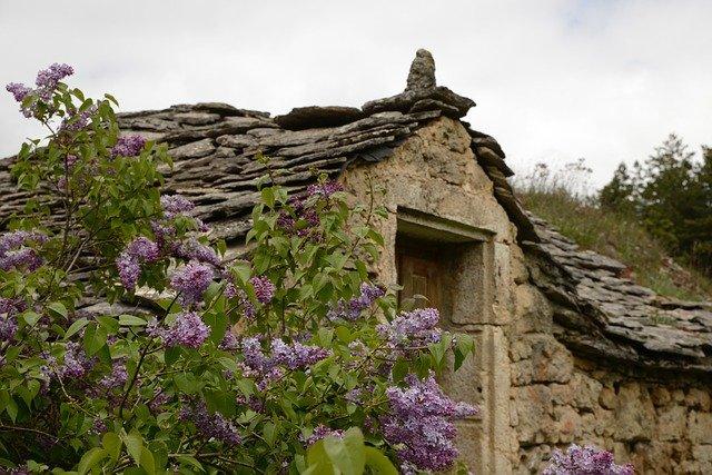 kamenná střecha
