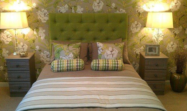 ložnice v příjemné zelené barvě