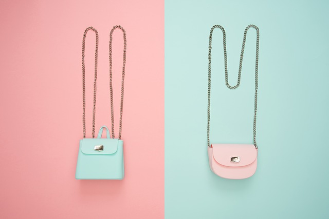 růžové a modrá taška