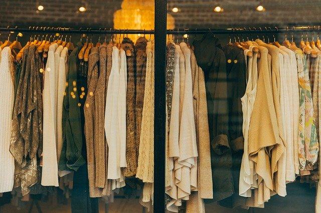 oblečení za výlohou