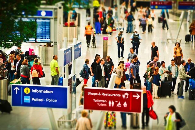 cestující na letišti.jpg