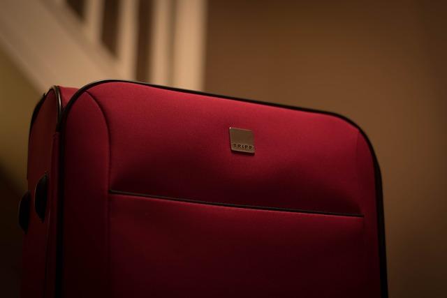 červený kufr.jpg