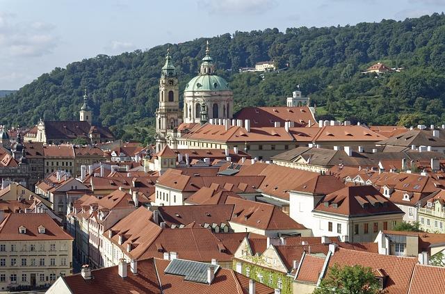 pražské střechy.jpg