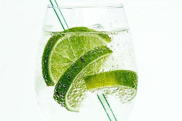 gin s limetkou